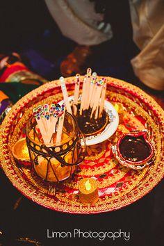 Mehndi plate Diy Mehndi Decorations, Mehendi Decor Ideas, Thali Decoration Ideas, Desi Wedding Decor, Cute Wedding Ideas, Wedding Ceremony Decorations, Wedding Crafts, Mehndi Ceremony, Haldi Ceremony