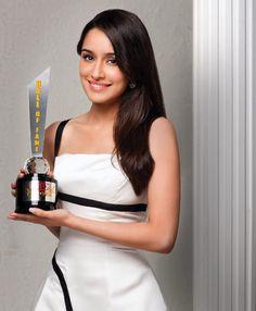 Shradda Kapoor Indian Bollywood Actress, Bollywood Photos, Bollywood Girls, Bollywood Actors, Bollywood Celebrities, Bollywood Fashion, Indian Actresses, Sraddha Kapoor, Kareena Kapoor