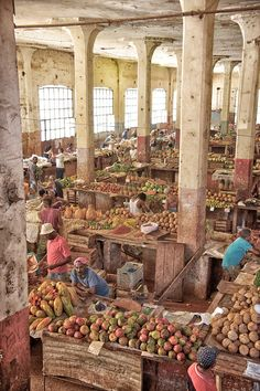 Must see: A traditional market in Cuba | #lyoness | Travel now: https://www.lyoness.com/branche/travel