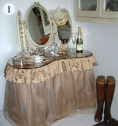 Love This Vintage Dressing Table With Fab Mirror Trio.