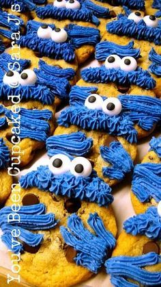 cookie monster cookies - too cute ... I told Lisa I want these for my birthday.
