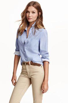 Pantalon beig y camisa azul Camisas Justas 48bc0e349c09