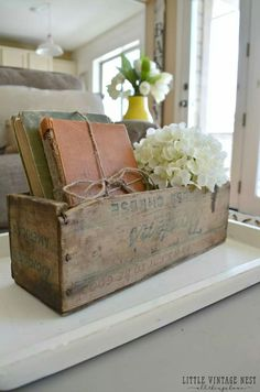 Home Decoration Ideas Interior Design How to Decorate with Vintage DecorOld Books and Vintage Cheesebox.Home Decoration Ideas Interior Design How to Decorate with Vintage DecorOld Books and Vintage Cheesebox Retro Home Decor, Cheap Home Decor, Diy Home Decor, Vintage Style Decor, Design Vintage, Antique Decor, Rustic Decor, Antique Wooden Boxes, Decorative Wooden Boxes