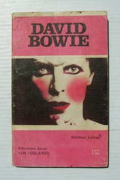 Find images and videos about vintage, music and david bowie on We Heart It - the app to get lost in what you love. David Bowie, Mayor Tom, Kitsch, Collages, Ziggy Played Guitar, Bowie Starman, Ziggy Stardust, Sound & Vision, Retro