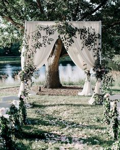 Awesome 92 Unique and Greenary Wedding Backdrop Ideas https://bitecloth.com/2017/10/18/92-unique-greenary-wedding-backdrop-ideas/