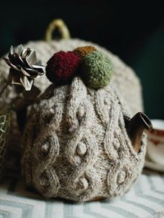 cabled tea cosy from rowan alpaca chunky in winter warmers pattern book Christmas Knitting Patterns, Crochet Patterns, Scarf Patterns, Tea Cosy Pattern, Knitted Tea Cosies, Rowan Yarn, Tea Blog, Tea Cozy, Winter Warmers