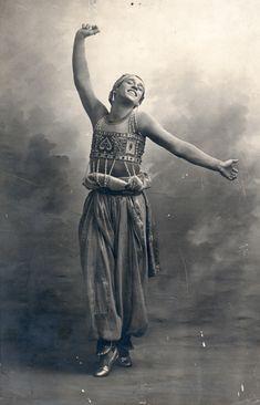 Vaslav Nijinsky in the ballet Schéhérazade. Cabinet photograph by A. Bert, Paris, ca. 1910. Howard D. Rothschild Collection. b MS Thr 414.2 (136). Bequest, 1989.