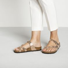 BIRKENSTOCK Mayari Birko-Flor in all sizes ✓ Buy directly from the manufacturer online ✓ All fashion trends from Birkenstock Birkenstock Sandals, Birkenstock Mayari, All Fashion, Fashion Outfits, Fashion Trends, Girls Sandals, Toe Rings, Huaraches, Sandals