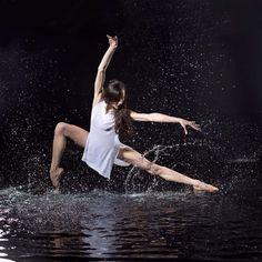dance in rain Ballet Poses, Dance Poses, Ballet Dancers, Art Ballet, Modern Dance Photography, Rain Photography, Alvin Ailey, Boris Vallejo, Dark Fantasy Art