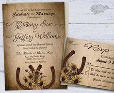 Esta invitación de boda rústico había ubicado dispone de dos herraduras rústico con un ramo de girasoles hermosos. Esto todo aparece en un papel rústico apenado. Este diseño es perfecto para cualquier temporada ya sea primavera, verano, otoño o invierno. Este es un kit imprimible boda