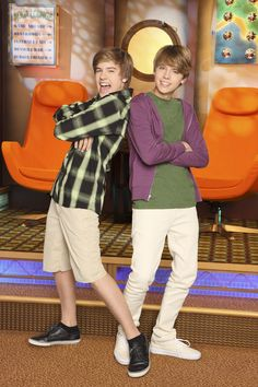From Toddler TV Stars to The Suite Life & Beyond: Dylan & Cole Sprouse's Career in Photos See the famous twins progress from too-cute child actors to headline-making stars Dylan Sprouse, Cole Sprouse Haircut, Sprouse Bros, Cole Sprouse Cody, Hotel Zack Und Cody, Cody And Zack, Zack E Cold, Sweet Life On Deck, Dylan Y Cole