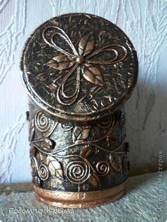 Diy Bottle, Bottle Art, Bottle Crafts, Metal Crafts, Paper Crafts, Tin Can Art, Shadow Box Art, Biscuit, Antique Boxes