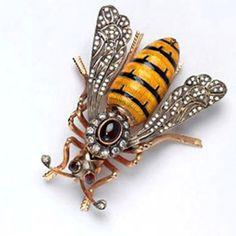Victorian bee brooch; the bee symbolises productive industry. @Inés Peschiera Kežman Pfeifer