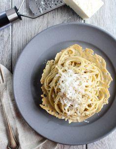 Spaghetti Cacio e Pepe in a Parmesan Frico Bowl – Dan330