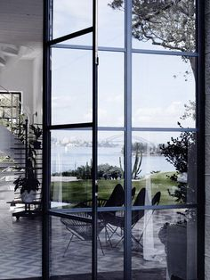 Set within a harbor front property in New South Wales, Australia lies today's share and the latest project to roll out of hess|hoen studios. Touted as specialists in the area of…