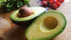 Warning Over Avocado Hand Cutting Risk As Brunch Fans Left With Nerve And Tendon Injuries . - My Hobbies Avocado Tree For Sale, How To Ripen Avocados, Avocado Health Benefits, Cold Meals, Good Fats, Healthy Living Tips, Naan, Diet Tips, Superfood