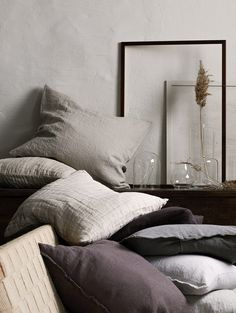 Bed linen brands to check out if you want to create a calm, restful and cozy bedroom with the perfect hygge feeling Duvet Bedding, Linen Bedding, Bedding Sets, Bed Linens, Linen Pillows, Burlap Bed Skirts, Cozy Bedroom, Bedroom Decor, Bedroom Bed