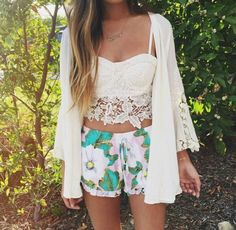 Laced top, floral shorts and kimono for summer!