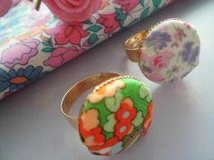 *Flowers* Ring Stoffknopf mit Blüten von Happy Lilly auf DaWanda.com