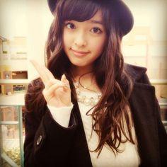 Honoka Miki - love her hair, her hat, her coat, her necklace.. LOVE HER STYLE!