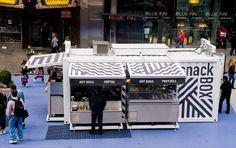 SnackBOX-cafeteria-comida-rapida-contenedor-1 Container Bar, Container Store, Container Design, Shipping Container Restaurant, Shipping Container Buildings, Shipping Container Homes, Shipping Containers, Restaurant Brasserie, Pop Up Restaurant