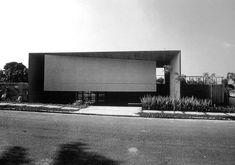 Antônio Junquiera House, São Paulo, Brazil, 1976-80. Architect Paulo Mendes da Rocha