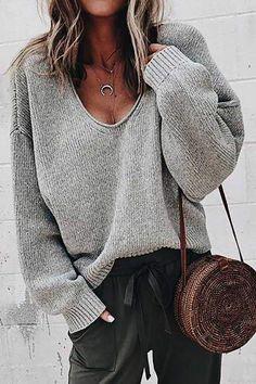 Khaki V-Ausschnitt Langarm Volltonfarbe Sweater Oversize Pullover Strickpullover Damen Mode Source by susanne_kathari oversized Oversize Pullover, Pullover Sweaters, Knitting Sweaters, Oversized Sweaters, V Neck Sweaters, Oversized Tops, Fall Sweaters, Casual Sweaters, Moda Fashion