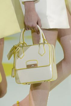 Louis Vuitton - Detalles http://berryvogue.com/handbags