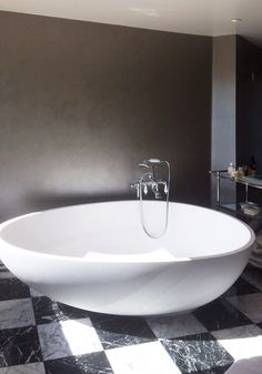 Vov #bathtub can furnish a room! chosen for a #villa in Phoenix, #Arizona #MastellaDesign #bathdesign #designbathtub #interiors #interiordesign #spotted #aroundtheworld