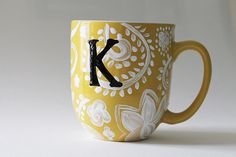 14 Handmade DIY Coffee Mug Design - - So here we have come up with 14 DIY Handmade Coffee Mug Ideas where you can design your own mug and personalize it.The first one here is a customized coffe. Painted Coffee Mugs, Hand Painted Mugs, Hand Painted Pottery, Hand Painted Ceramics, Pottery Painting Designs, Pottery Designs, Paint Designs, Diy Mug Designs, Pottery Ideas