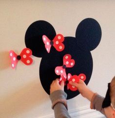 Mickey and Minnie activities! Pin the bow on Minnie! Theme Mickey, Mickey Party, Birthday Party Games, Mickey Mouse Birthday, First Birthday Parties, 2nd Birthday, Birthday Ideas, Party Party, Disney Party Games