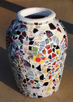Custom Patchwork Confetti Mosaic Garden Vase - Sample Only - Custom Orders… Mosaic Bottles, Mosaic Vase, Mosaic Flower Pots, Mosaic Diy, Mosaic Garden, Mosaic Crafts, Mosaic Projects, Mosaic Ideas, Decorated Flower Pots