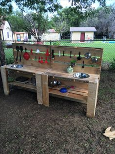 Just made a mud kitchen out of some pallets. Just made a mud kitchen out of some pallets. Pallet Playground, Backyard Playground, Pallet Kids, Diy Pallet Projects, Kids Cubbies, Preschool Garden, Pallet Playhouse, Barn Kitchen, Kids Play Area