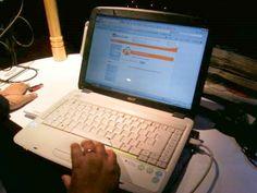 Énormément d'entreprises, lorsqu'elles démarrent leur activité, s'inscrivent en priorité sur l'ensemble des réseaux sociaux à leur portée, persuadées que ce sont les outils les plus efficaces pour favoriser leur promotion... Lire la suite sur http://www.avossitespros.com/blog/present-sur-les-reseaux-sociaux-c-est-bien-avoir-un-site-web-c-est-mieux/
