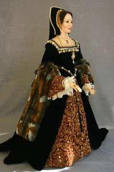 Anne Boleyn figurine by Lady Finavon. This Lady Finavon figurine of Anne Boleyn shows how striking a French hood could be; it also makes the user look taller. Tudor Fashion, Renaissance Fashion, Historical Costume, Historical Clothing, Dinastia Tudor, Elizabethan Clothing, Elizabethan Era, Elisabeth I, 16th Century Fashion