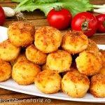 Bulete de cartofi cu cascaval Potato Recipes, Veggie Recipes, Dessert Recipes, Cooking Recipes, Healthy Recipes, Dinner Side Dishes, Dinner Sides, Canapes Recipes, Good Food