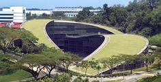 If art school was in our future, we might opt to study under, or on top of, the green roof at the School of Art, Design and Media at Nanyang Technical University. Singapore School, Urban Heat Island, Zaha Hadid Design, Technical University, Glass Facades, Roof Design, Urban Farming, Green Building, Houses