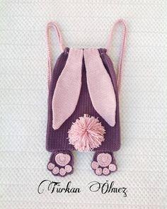No hay descripción de la foto. - Toes Tutorial and Ideas Crochet Purses, Crochet Toys, Crochet Baby, Free Crochet, Octopus Crochet Pattern, Crochet Patterns, Crochet Projects, Sewing Projects, Crochet Backpack