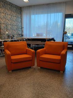 Artekin nojatuolit uudessa oranssissa asussaan. Mahtava väri ja kangas! Sofa, Couch, Furniture, Home Decor, Settee, Settee, Decoration Home, Room Decor, Home Furnishings