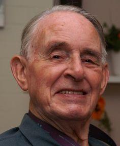 † Ab Vink (91) 26-08-2016 Kruisheer Ab Vink is afgelopen vrijdag op 91-jarige leeftijd overleden. Vink was in Uden vooral bekend vanwege zijn vele muzikale activiteiten. Zo gaf hij muziekles op het College van het Heilig Kruis, de St. Aloysiusmavo en de muziekschool.