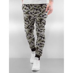 Shop online Bangastic Men's Sweat Pant Rob in camouflage from CompleX. With its Rob Sweatpants Bangastic proves that a comfortable sweatpants can be a stylish eye-catcher. And this is mainly due to the eye-catching all-over pattern in the trendy camouf Mens Fashion Online, Online Fashion Stores, Men's Fashion, Mens Sweatpants, Men's Pants, Camouflage, Stylish, Pattern, Shopping