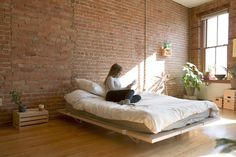 The Floyd Platform Bed. The Floyd Platform Bed is an easy to install modular bed frame that can grow or shrink according to your needs. Diy Platform Bed, Modern Platform Bed, Lit Plate-forme Diy, Floyd Bed, Modern Murphy Beds, Modern Beds, Modern Living, Bed Frame Design, Modular Furniture