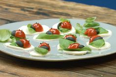 Aperitif with nuts - Clean Eating Snacks Appetizer Dips, Appetizer Recipes, Gluten Free Puff Pastry, Tomate Mozzarella, Party Buffet, Snacks Für Party, Food Decoration, Food Humor, Caprese Salad