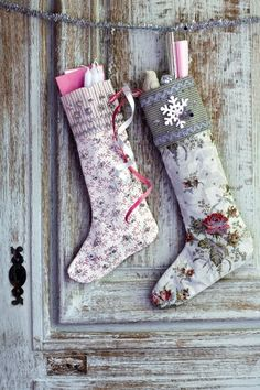 Des chaussettes de Noël en tissu fleuri / Christmas socks made with floral fabric