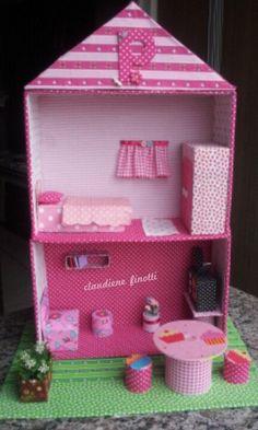 Casa de boneca reciclada, casa de boneca, doll house, reciclagem, reaproveitamento, colagem em tecido, reaproveitamento caixa de sapatos, para meninas