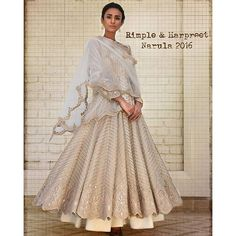 rimple_harpreet_narula: Exuding vintage panache with the Rimple and Harpreet Narula 2016 collection! Indian Gowns, Indian Attire, Indian Sarees, Indian Wear, Indian Style, Indian Ethnic, Pakistani Outfits, Indian Outfits, India Fashion