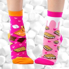 You'll want s'more of these when you take a sniff of the sweetness! Add some pep to your step with these socks of pinks, oranges and sweet s'more graphics. Silly Socks, Funky Socks, Crazy Socks, Cool Socks, Gamine Style, Tween Fashion, Tween Girls, Ankle Socks, Polka Dots