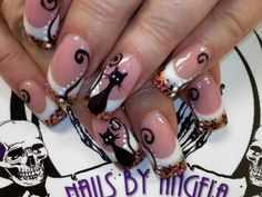 So cute Halloween kitty nails :)