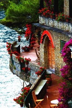 Looks like a little place of romance to take place..  Liguria, Italy |