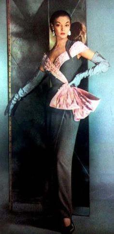 Divinely glamorous ! Jean Patchett 1951 Vogue US. Evening gown.1950s fashion  - isn't this amazing?